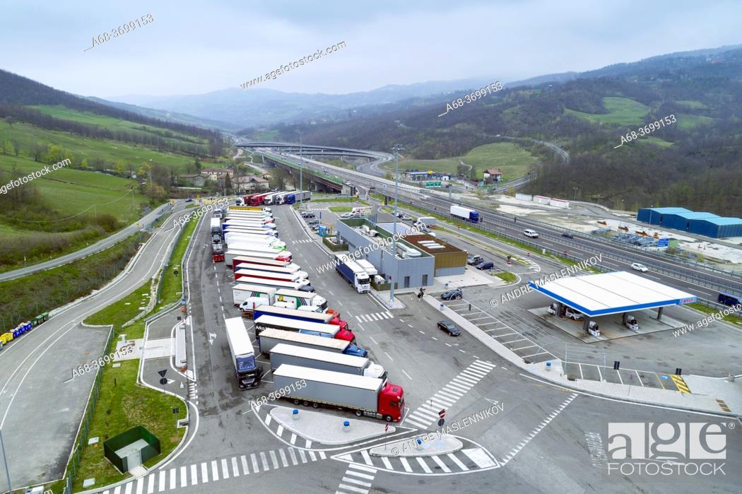 Photo de stock: Ristop - Badia Nuova Ovest. Truck stop, restaturnag and Tamoil petrol station at Road A1, Castiglione dei Pepoli, Italy.
