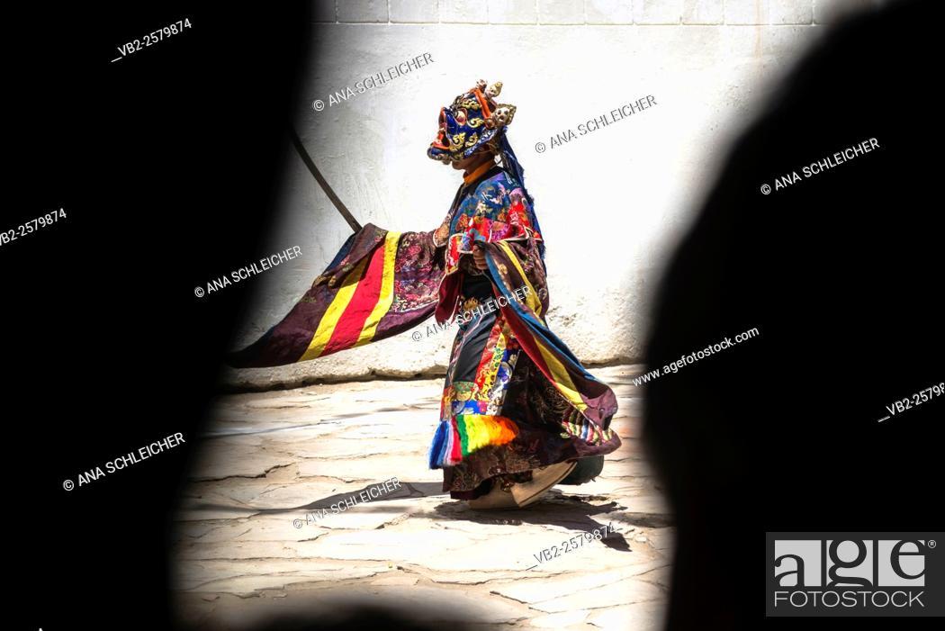 Stock Photo: Dancer at Gu-stor masks festival in Korzok monastery. Nomad summer festival in Tso Moriri lake, Ladakh (India).