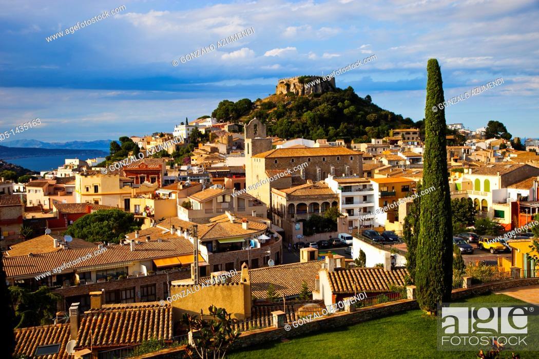 Imagen: Begur, Baix Empordá, Costa Brava, Girona Province, Catalonia, Spain.
