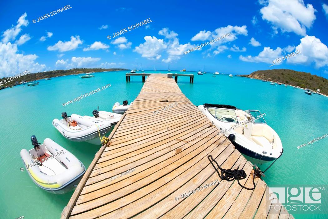 Imagen: Public dock on Road Bay in Sandy Ground area on the caribbean island of Anguilla in the British West Indies.