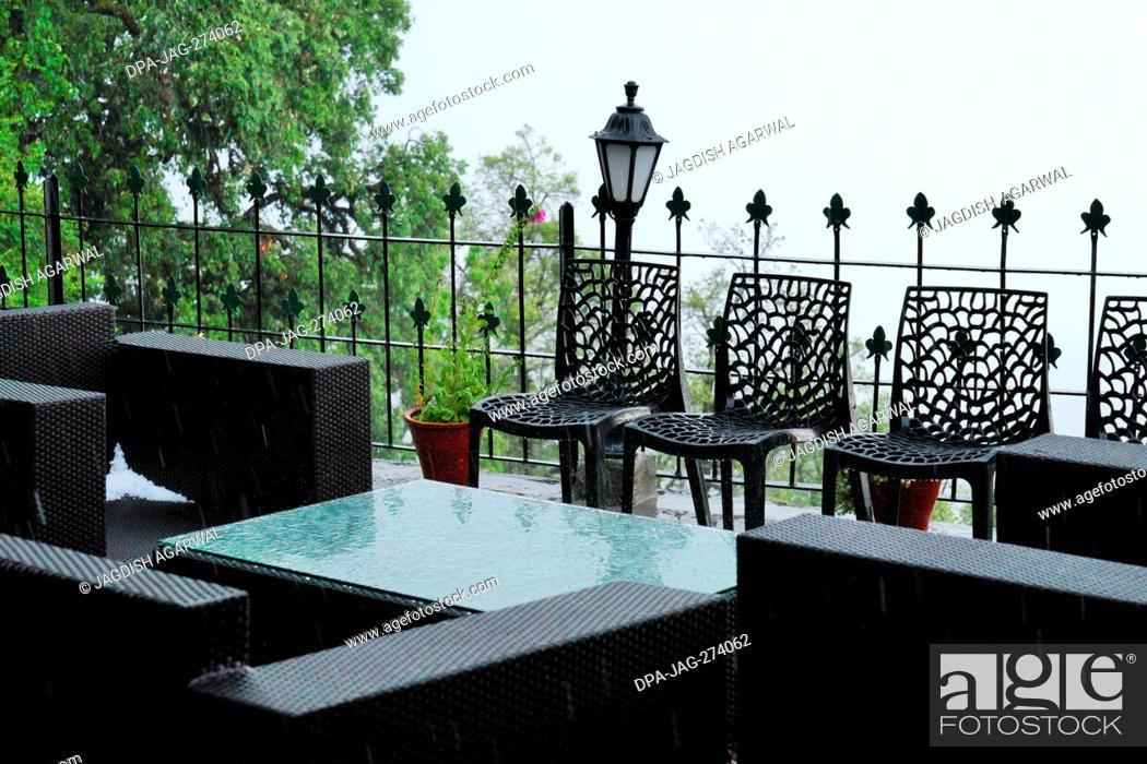 Imagen: Wrought Iron Chairs, Rokeby Manor garden, Landour, Mussoorie, Uttarakhand, India.