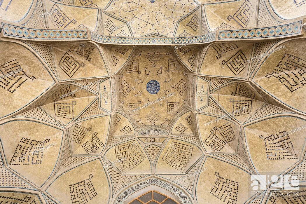 Imagen: Ceiling of the south Iwan, Jameh Mosque, Isfahan, Iran.