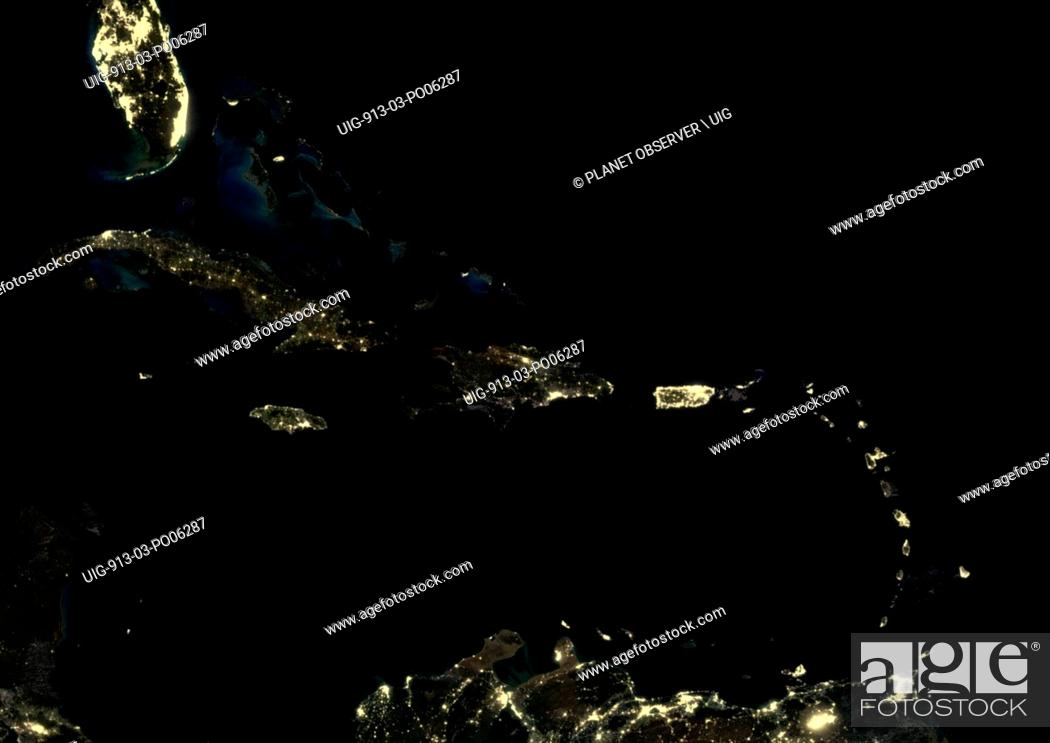 Imagen: Caribbean Islands at night in 2012. This satellite image shows urban and industrial lights.