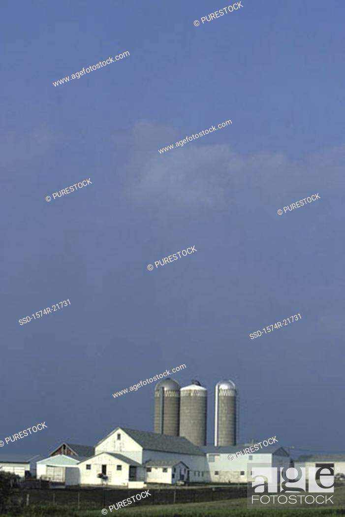 Stock Photo: Barn with silos, Ohio, USA.