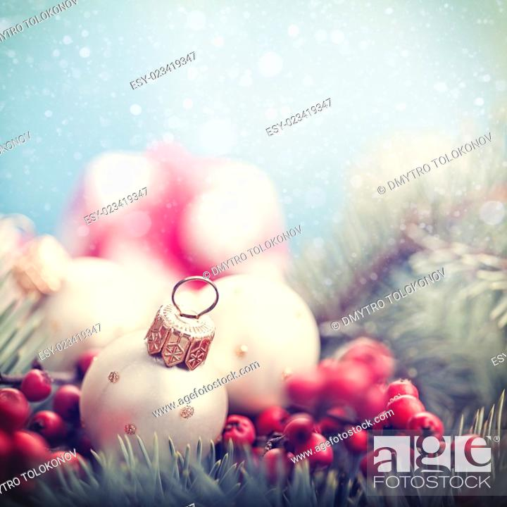 Imagen: Abstract Christmas backgrounds with holiday decorations and red berries.