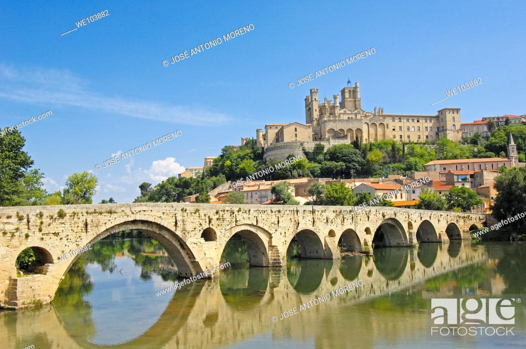 Stock Photo: River Orb, Old Bridge and Saint-Nazaire cathedral, Beziers, Herault, Languedoc-Roussillon, France.