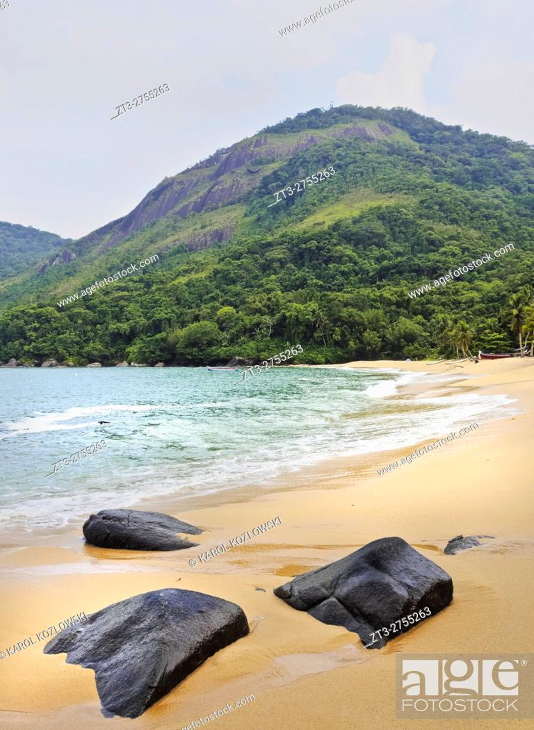 Stock Photo: Brazil, State of Sao Paulo, Ilhabela Island, View of the Vermelha Beach. .