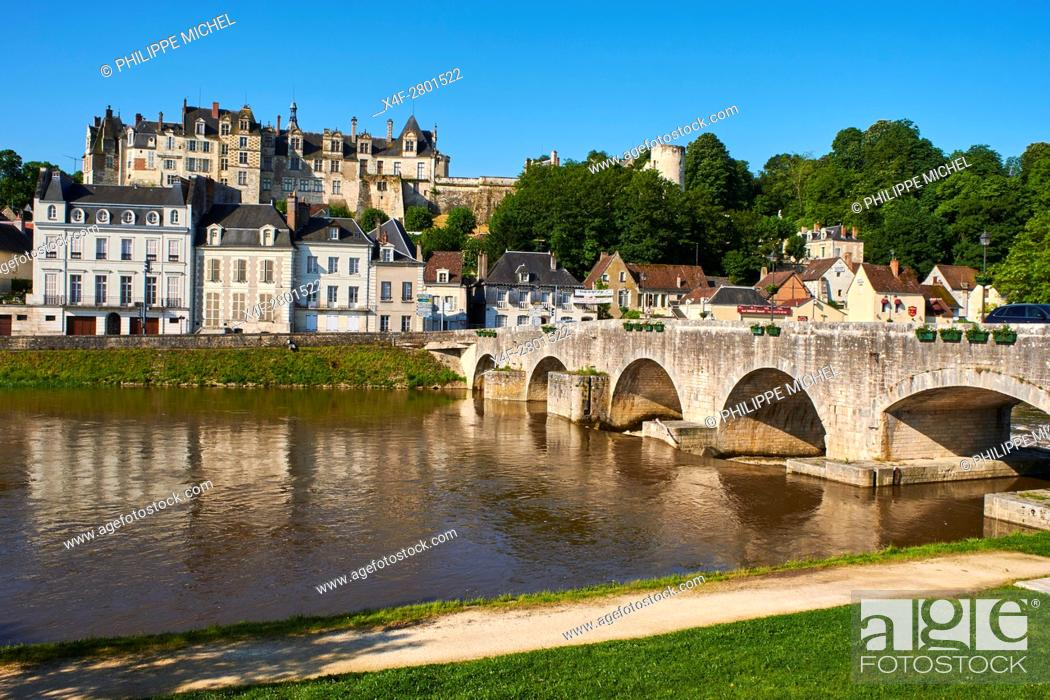 Stock Photo: France, Loir et Cher, Cher valley, the town and the castle of Saint-Aignan and the River Cher.