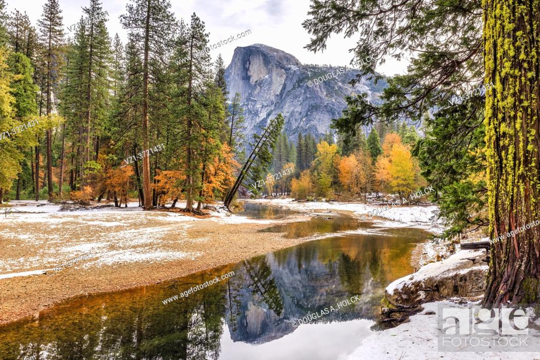 Imagen: Hall Dome in Fall Color Yosemite National Park CA USA World Location.