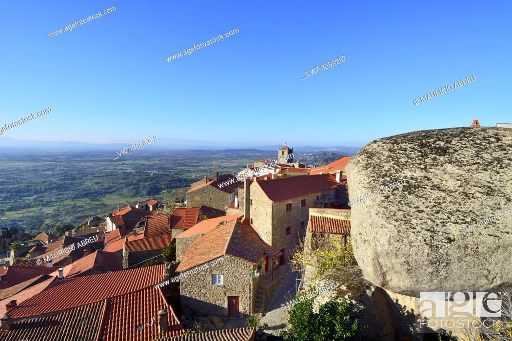 Imagen: The rocky village of Monsanto. Beira Baixa, Portugal.