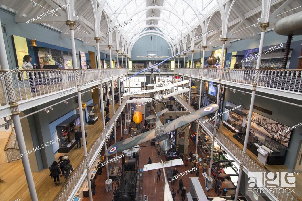 Imagen: National Museum of Scotland interior in Edimburgh, Scotland, UK.