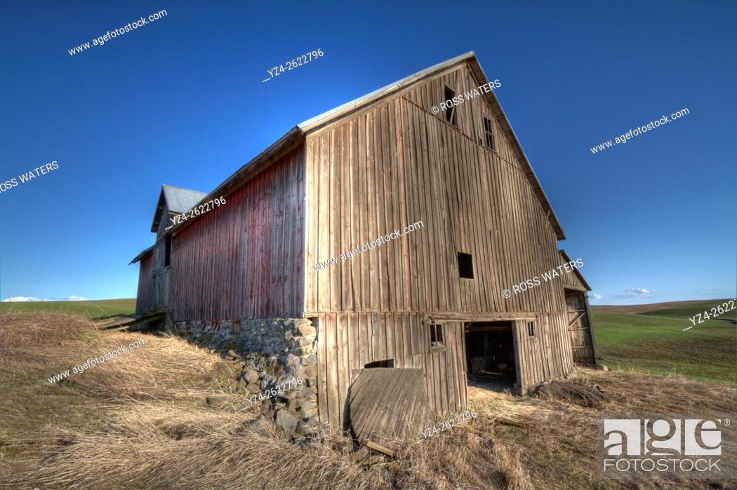 Stock Photo: A barn in the Palouse farming area of eastern Washington near Spangle, Washington, USA.
