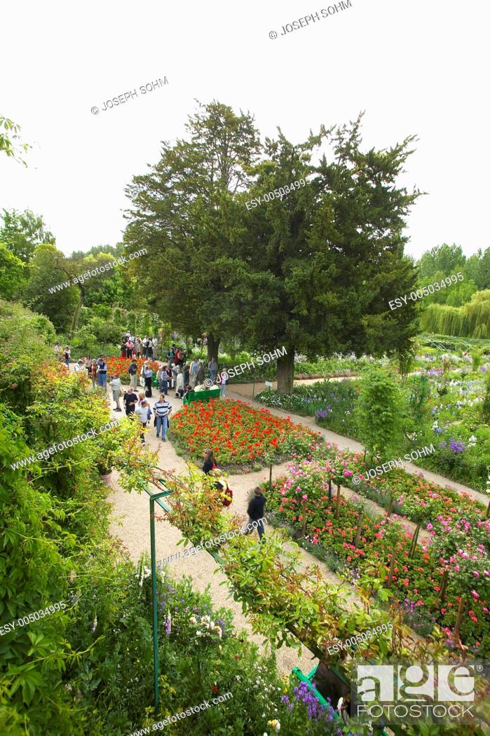 Stock Photo: View into garden from Monets Home, Giverny, France.