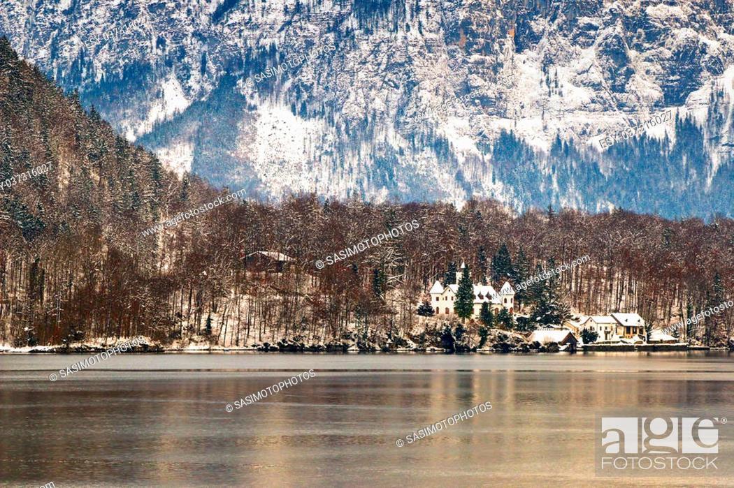 Stock Photo: View of the Hallstaetter lake in Hallstatt, Upper Austria during the winter season.