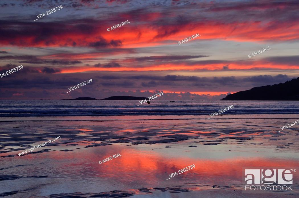 Stock Photo: Spain. Galicia. Pontevedra. Rias Baixas. Gets dark in Playa America . Nigran.