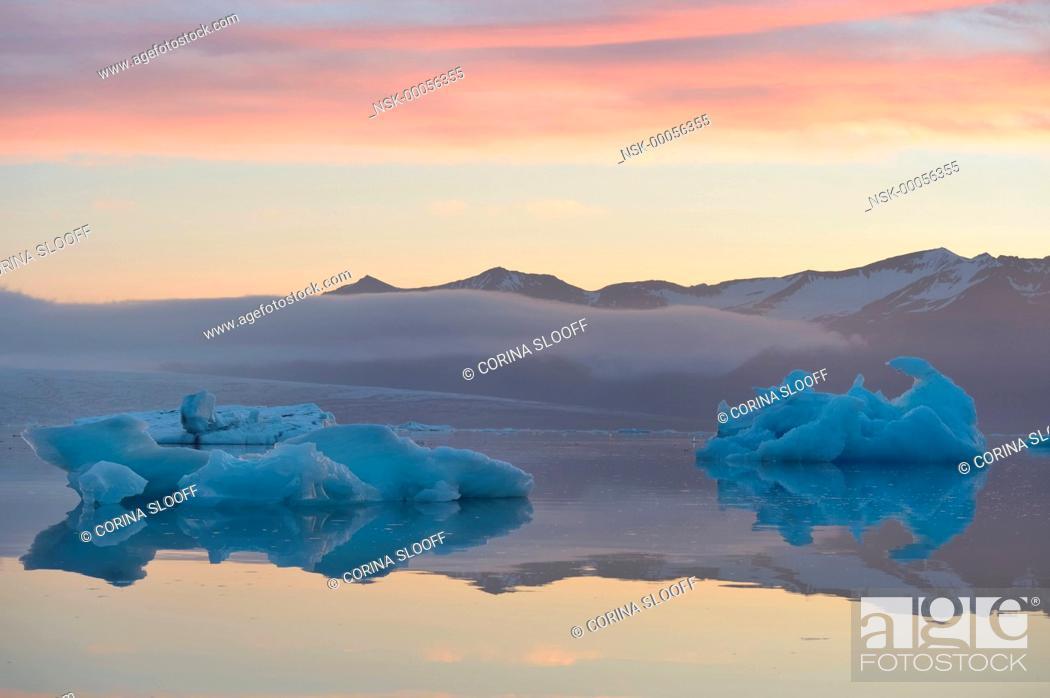 Stock Photo: Iceberg formations in the Jokulsarlon glacier lake during sunrise, Iceland, Jokulsarlon.