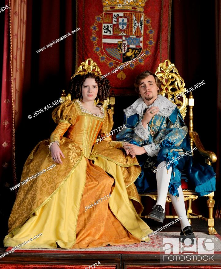 Imagen: (dpa-EXCLUSIVE) Spanish actress Diana Gomez as Infanta and German actor Constantin von Jascheroff as Prince of Wales pose at the set of TV series 'Alatriste' in.
