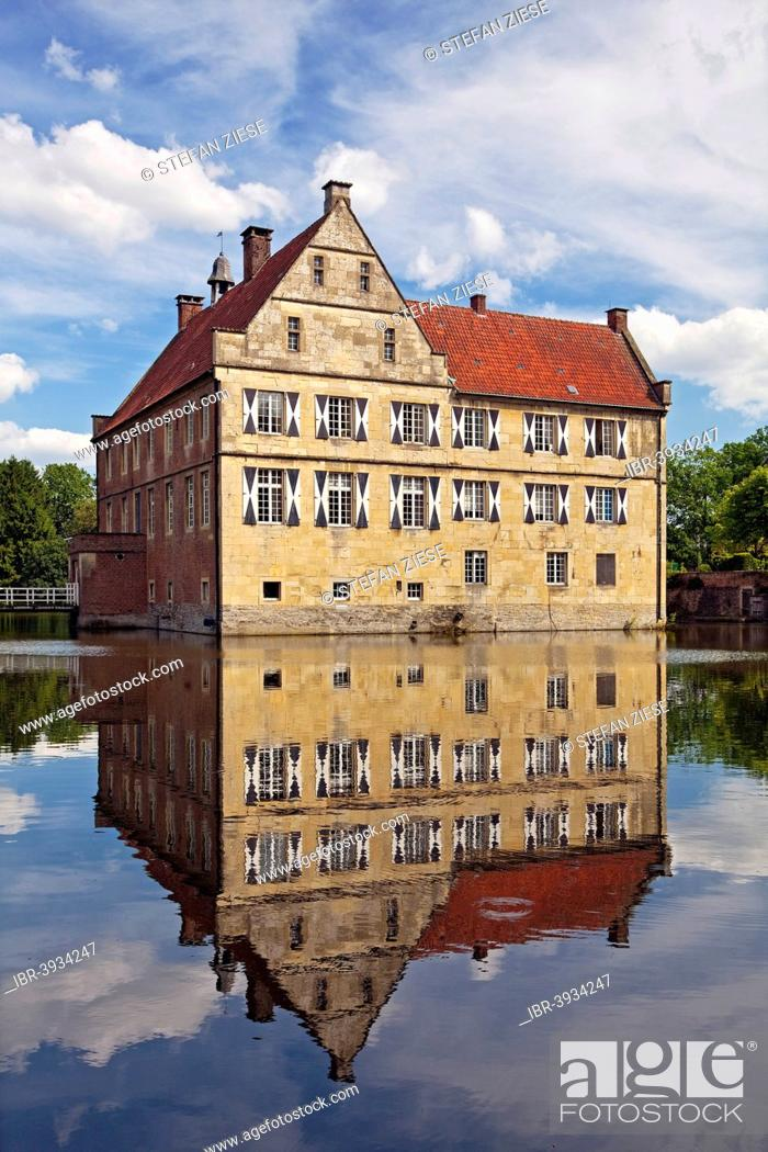 Stock Photo: Burg Hülshoff Castle, birthplace of the poet Annette von Droste-Hülshoff, Havixbeck, Münsterland, North Rhine-Westphalia, Germany.