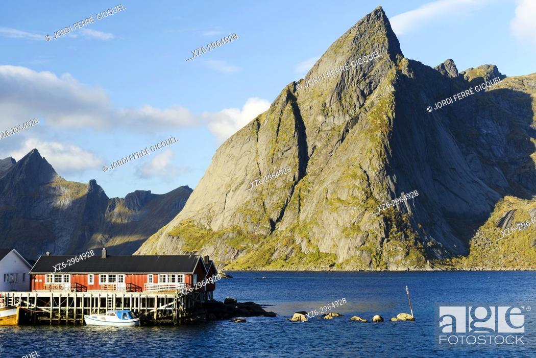 Imagen: Fishing village of Hamnøya - Reine, Moskenesøya island, Lofoten archipelago, county of Nordland, Norway, Europe.