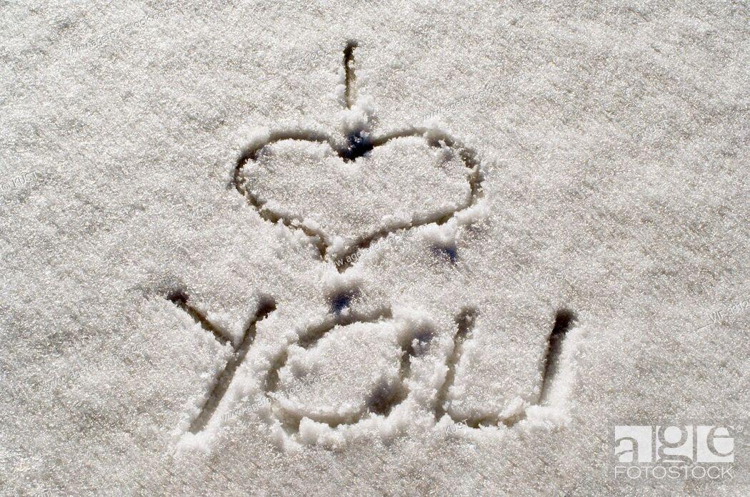 Stock Photo: I love you - Ich liebe dich - mit den Finger in den Schnee geschrieben - 20/03/2006.
