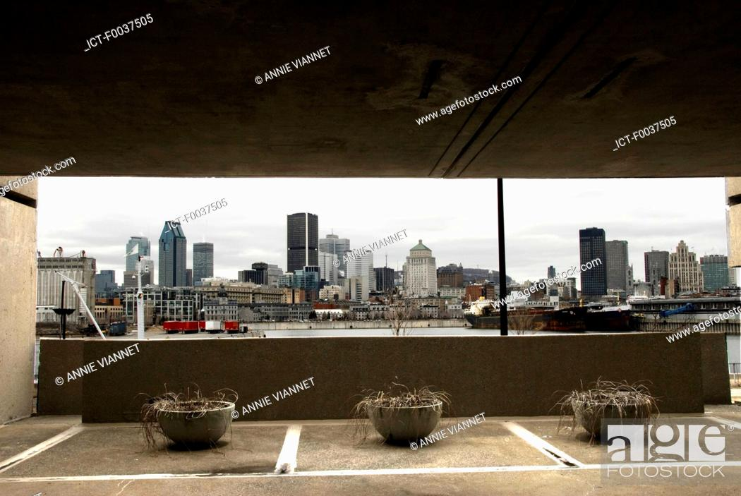Stock Photo: Canada, Quebec, Montreal, the port, view from cite du Havre.