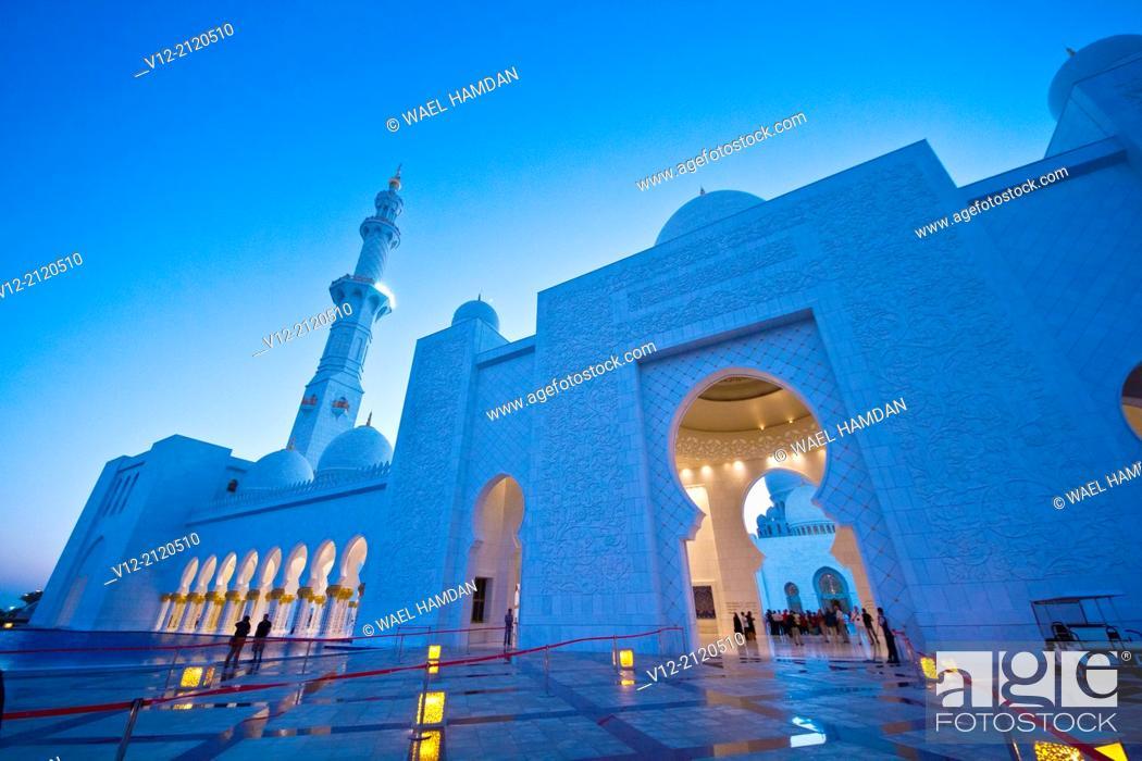 Imagen: facade of Sheikh Zayed Mosque, Abu Dhabi, United Arab Emirate.