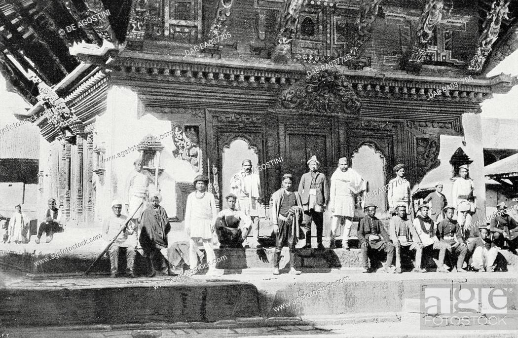 Imagen: Nepalese soldiers in front of a Newari temple in Kathmandu, Nepal, from L'Illustrazione Italiana, Year XXXV, No 32, August 9, 1908.
