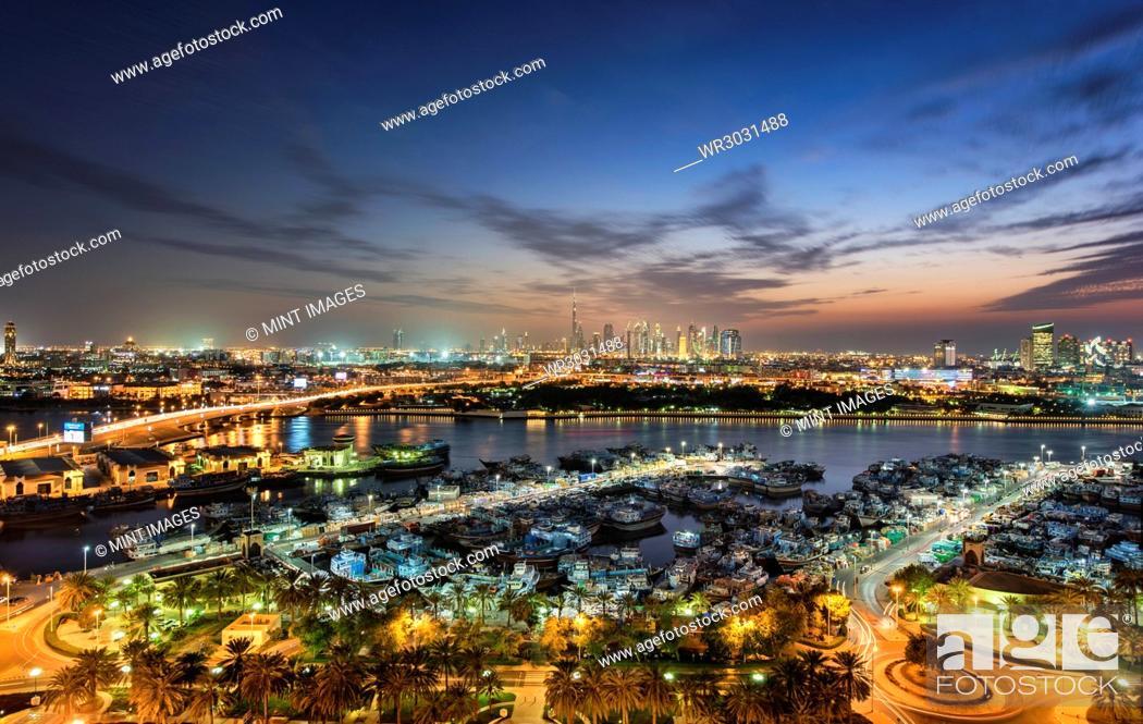Photo de stock: Cityscape with illuminated skyscrapers and marina in Dubai, United Arab Emirates at dusk.