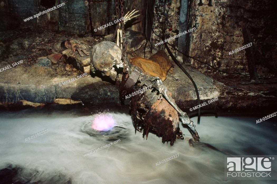 Stock Photo: England - London - Southwark district - London dungeon - human skeleton.