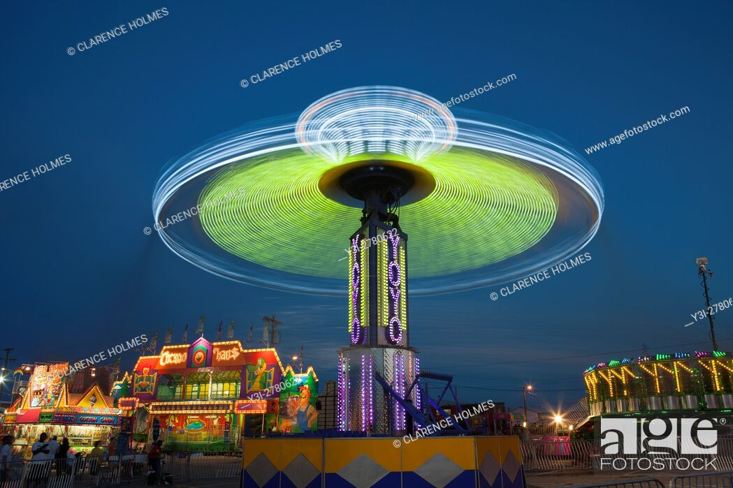 Imagen: NASHVILLE - September 5: The colorfully illuminated Yo Yo spins on the midway at the Tennessee State Fair on September 5.