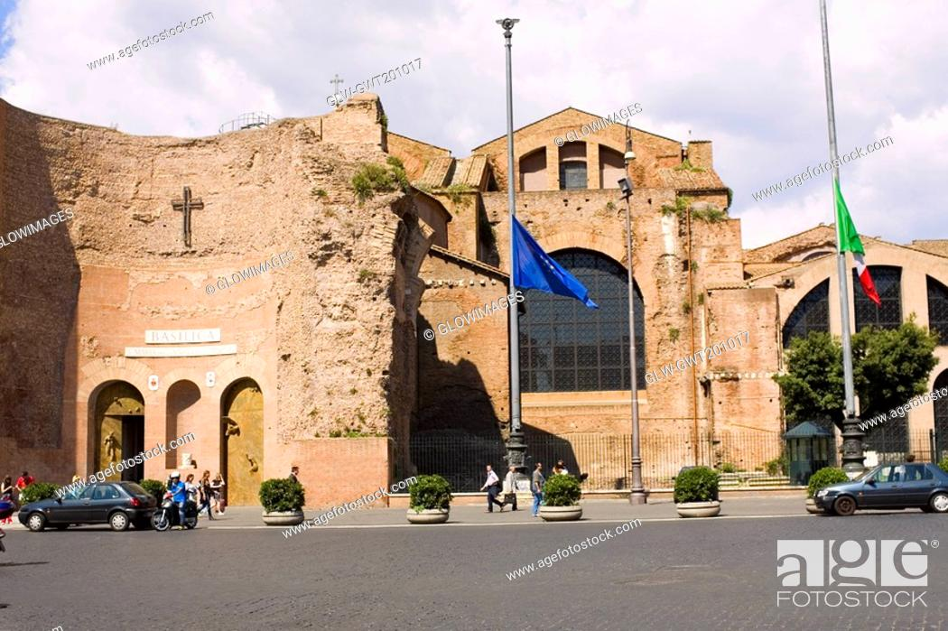 Stock Photo: Old ruins of a building, Rome, Italy.