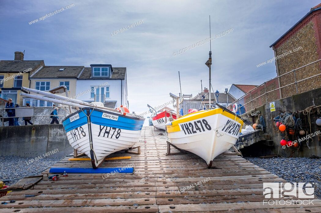 Imagen: Small commercial fishing boats on the slipway at Sheringham.