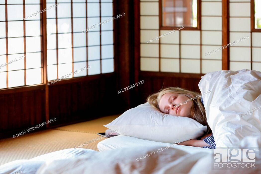 Stock Photo: Caucasian woman wearing yukata in traditional Japanese house futon.
