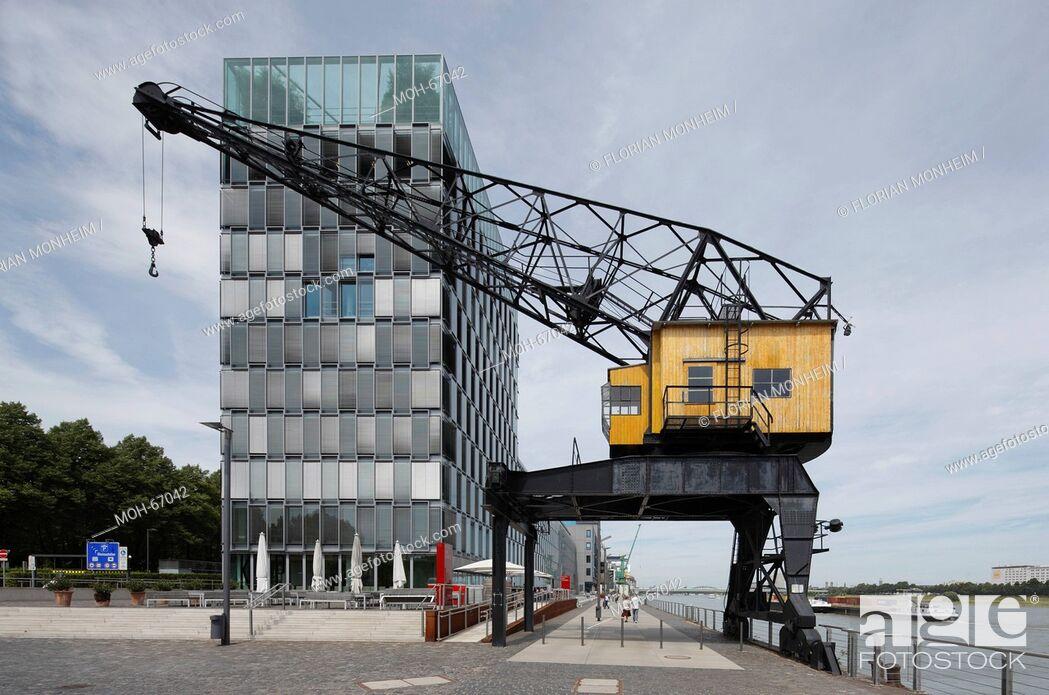 Imagen: Moderne Bürobauten, Wasserseite mit historischem Kran.