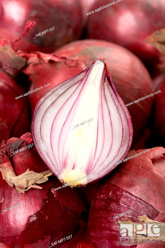 Stock Photo: Detail of red onions.