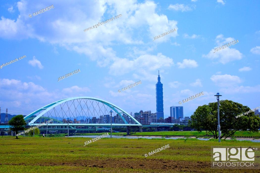Stock Photo: Taiwan, Taipei, Taipei 101, MacArthur 2nd Bridge, Caihong Riverside Park.