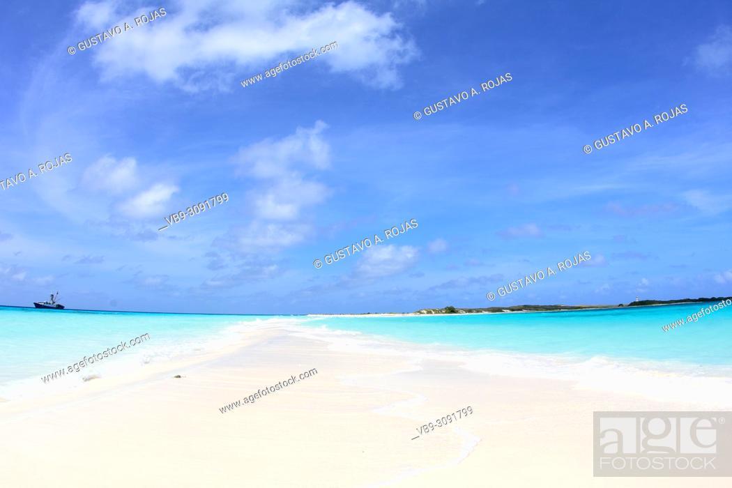 Stock Photo: Tropical beach of island Cayo de Agua, Los Roques, Venezuela.