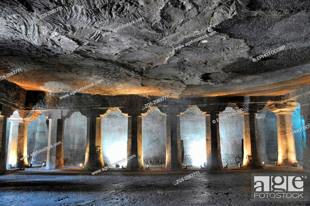 cave no 4 main hall plain octagonal pillars and simple pillar