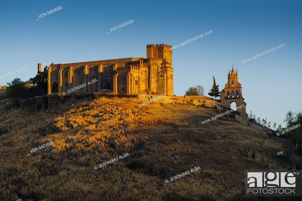 Imagen: Castle fortress. Priory Church Nuestra Señora del Mayor Dolor, Aracena. Sierra de Aracena and Picos de Aroche Natural Park. Huelva province.