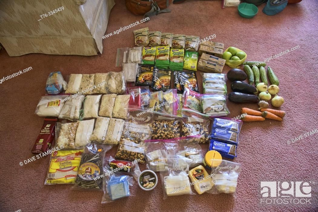 Imagen: Food for a two week trek across the Cordillera Real, Bolivia.