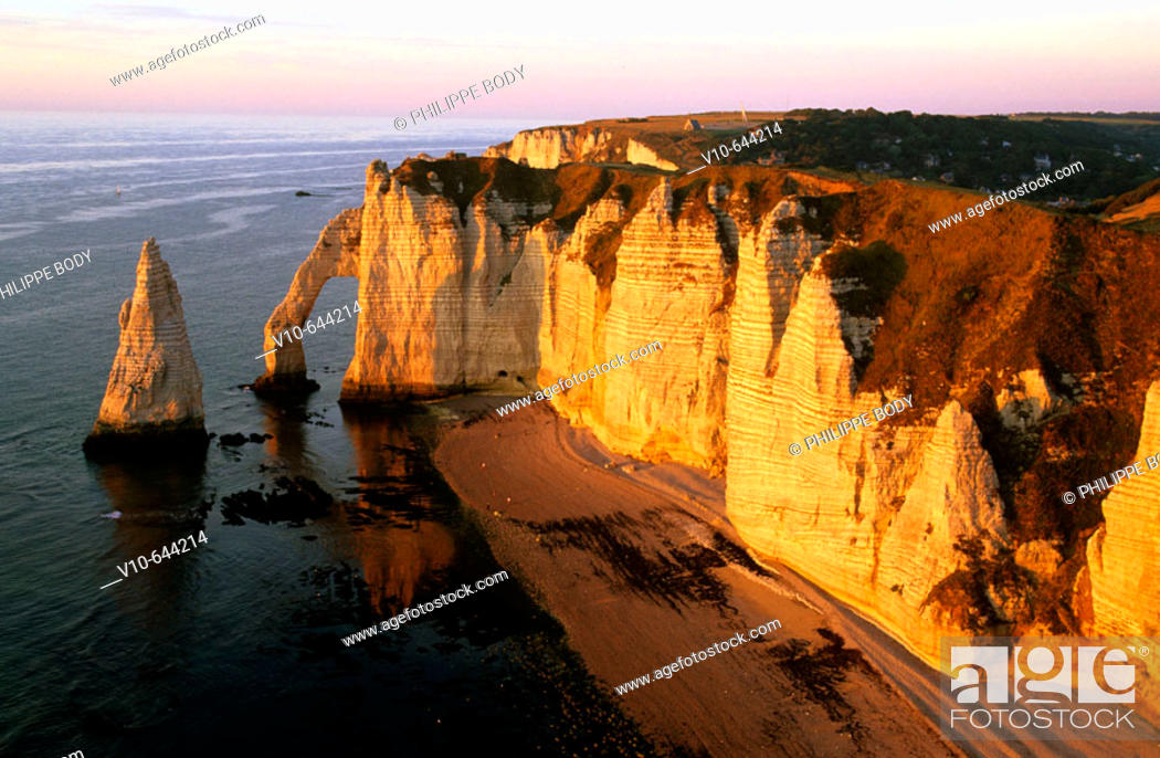 Stock Photo: The Aval cliff, Etretat, Seine maritime, Normandy, France.