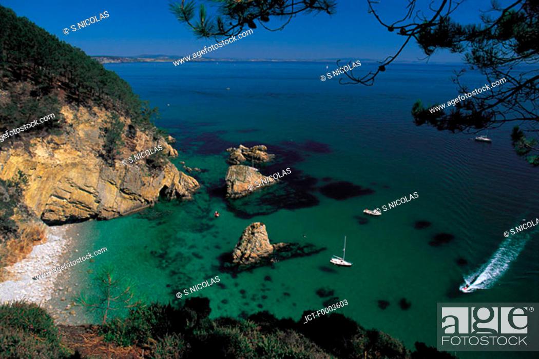 Stock Photo: France, Brittany, Inlet in Doanenz Bay, near Crozon.