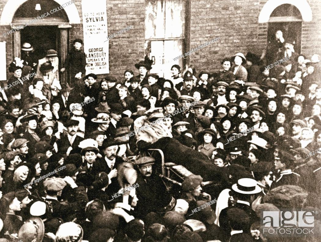 Photo de stock: Sylvia Pankhurst, British suffragette, in a bath chair, London, June 1914. Sylvia Pankhurst (1882-1960) is shown here in her severely weakened state caused by.