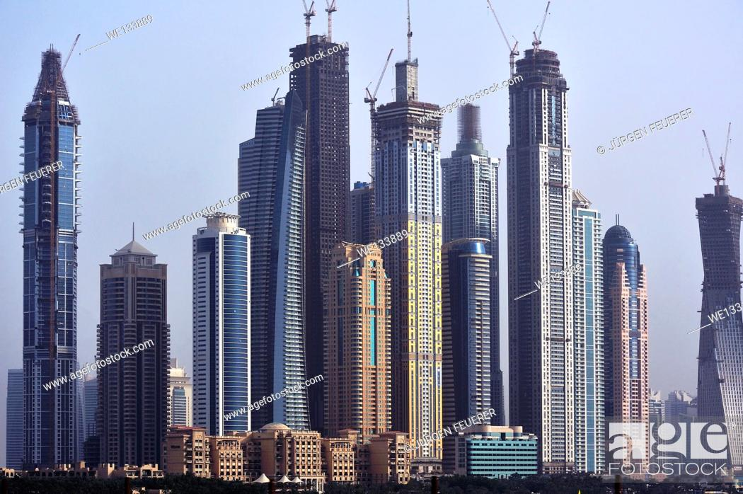 Imagen: Panorama with skyscrapers, different levels of buildings and ambitious construction works, Dubai, United Arab Emirates.