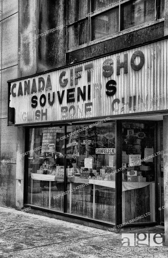 Imagen: Canada souvenir and gift shop in downtown Windsor, Ontario, Canada.