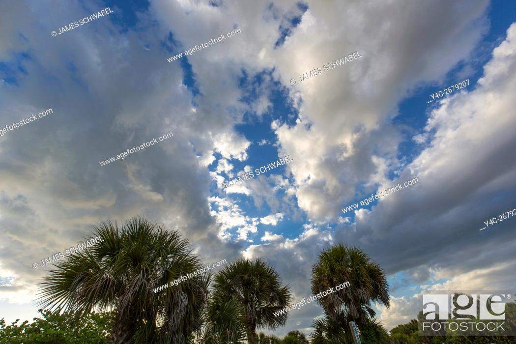 Imagen: Dramatic sky and cloud formations over Venice Florida.