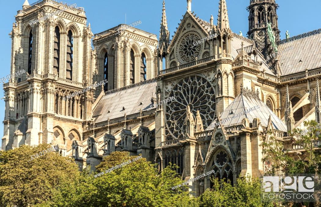 Stock Photo: Side view of the Notre Dame Cathedral viewed from the River Seine, Paris, France.