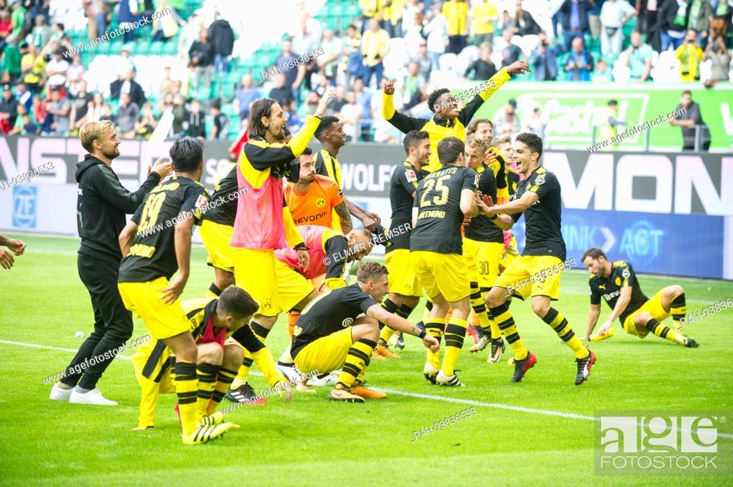 Die Dortmunder Spieler Tanzen Ausgelassen Jubel Jubeln