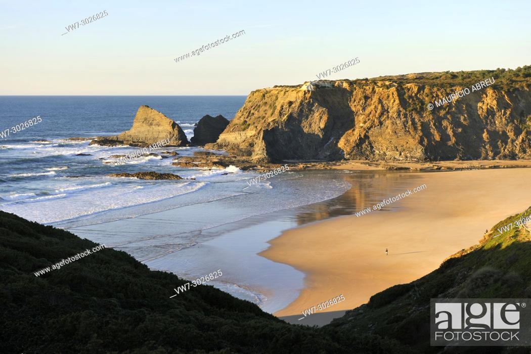 Imagen: Odeceixe beach. Algarve, Portugal.