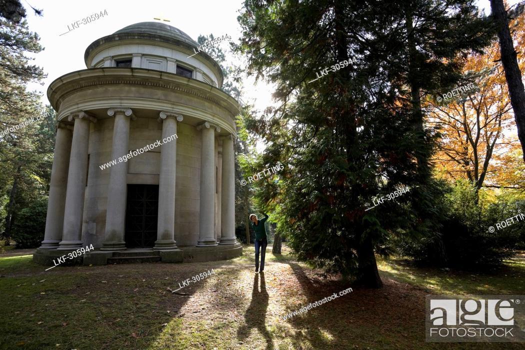 Stock Photo: Funerary monument, South Cemetery, Leipzig, Saxony, Germany.